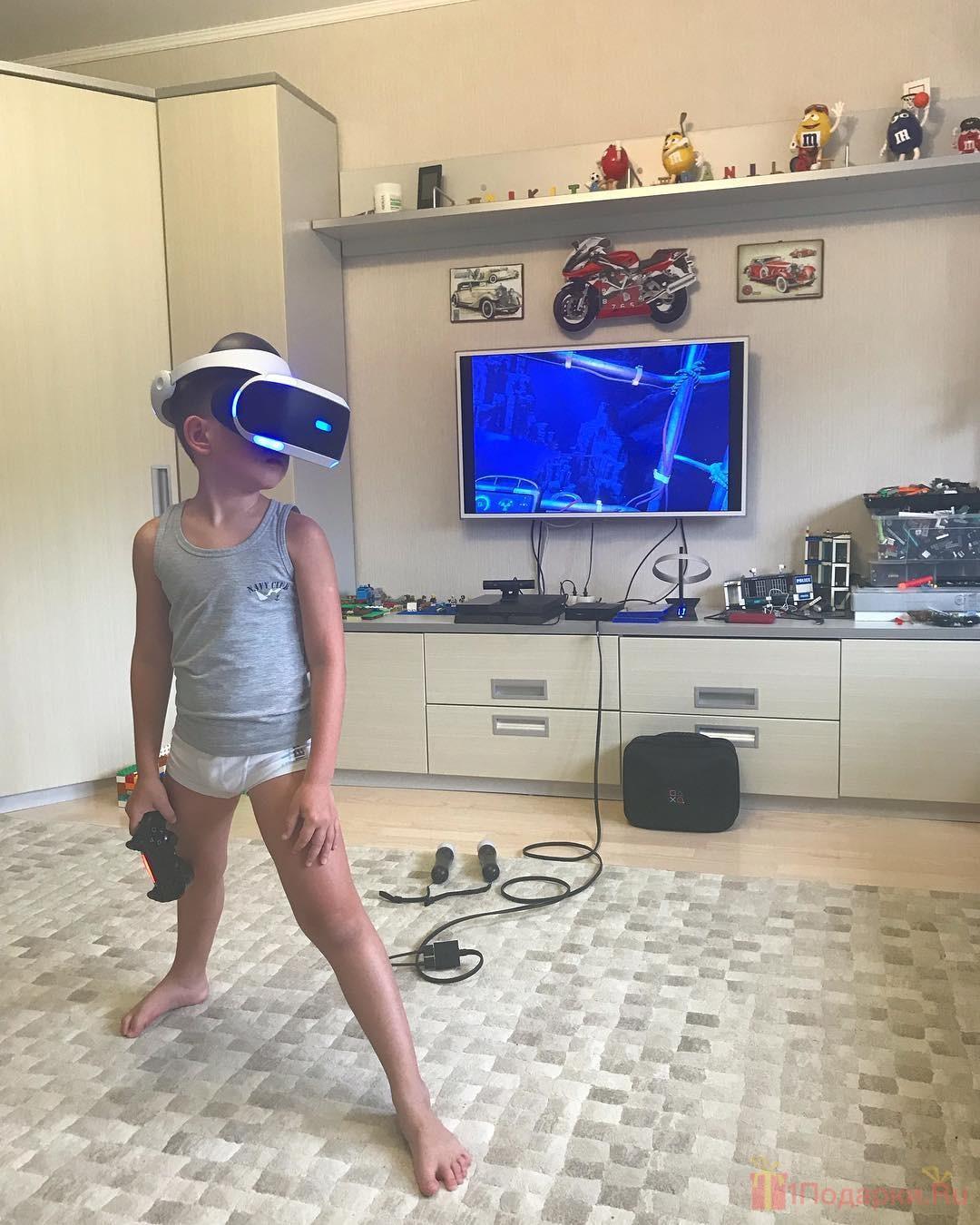 VR очки - подарок ребёнку на новый год