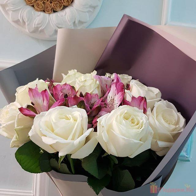 какие цветы подарить девушке на 8 марта