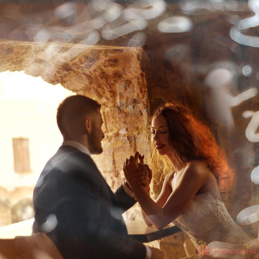 что же подарить молодоженам на свадьбу?