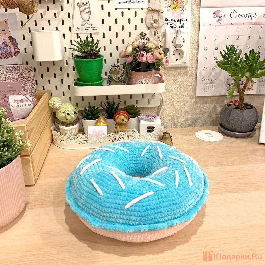 подушка в форме пончика